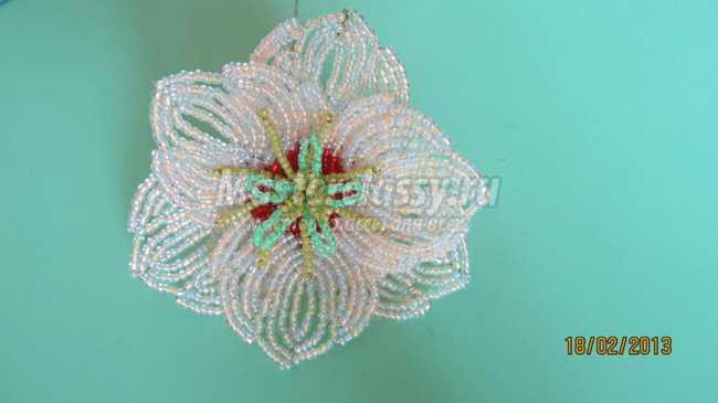 Цветы из бисера Гибискус.