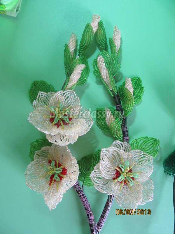 Цветы из бисера Гибискусы
