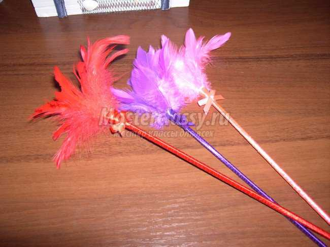 Цветы и бумаги на палочке