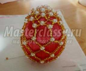 Пасхальное яйцо, украшенное бисерной сеточкой. Мастер класс с пошаговыми фото