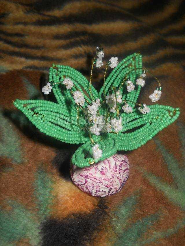 Ландыши из бисера мастер класс. клей. ландышей. зелёная гофрированная бумага. плетению из бисера. маленькая. бисер...