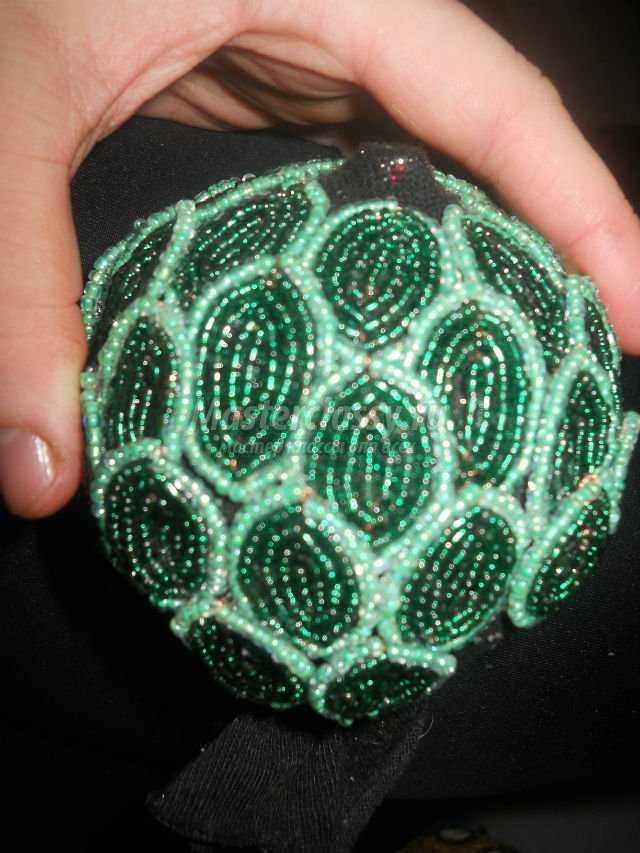 цветущий кактус из бисера