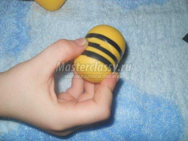 Пчела из киндер сюрприза мастер класс с пошаговым фото