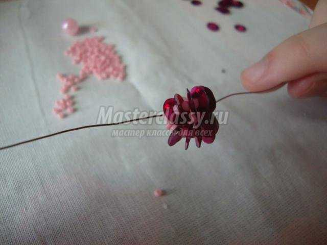 Роза из бусин мастер класс с пошаговым фото