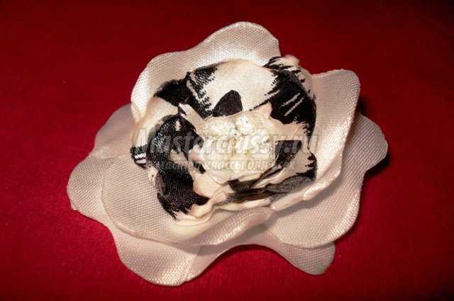 И идеи цветы из ткани атласных лент