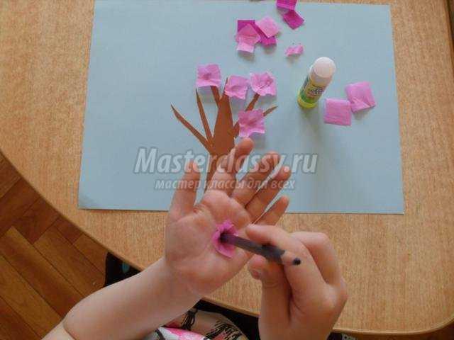 Цветущее дерево из бумаги