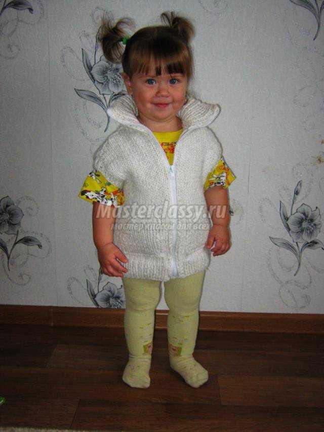 Вязание жилетки спицами для девочки 2-3 лет