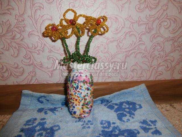 ваза с ромашками из бисера