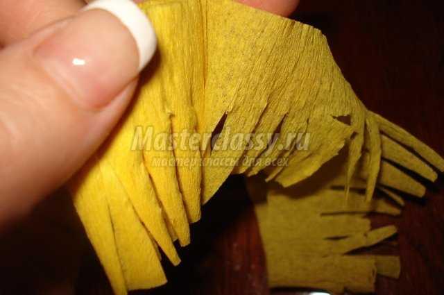 Поделки из гофрированной бумаги. Одуванчики