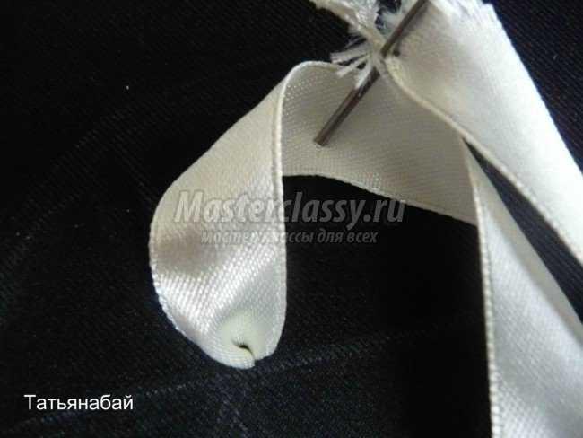 Вышивка лентами лилии