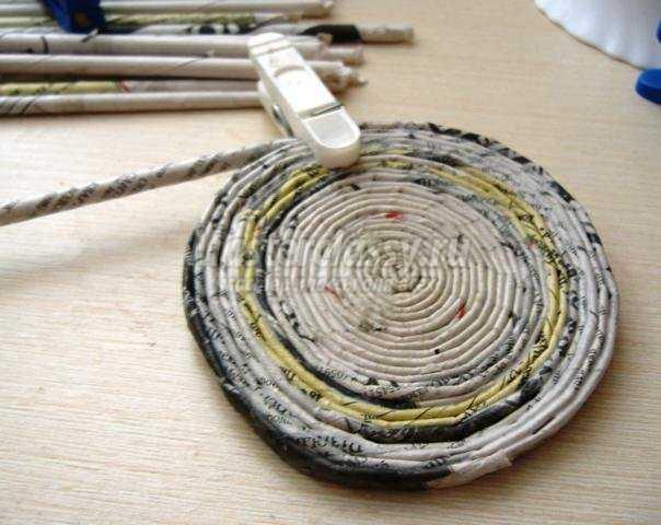часы из газетных трубочек и холодного фарфора