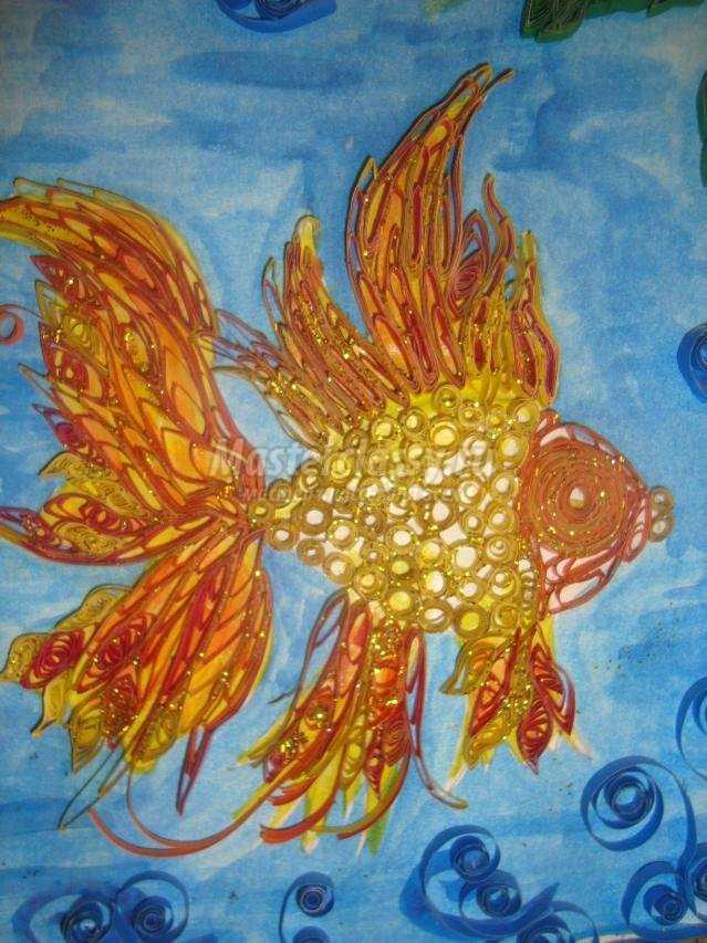 картина в технике квиллинг. Золотая рыбка