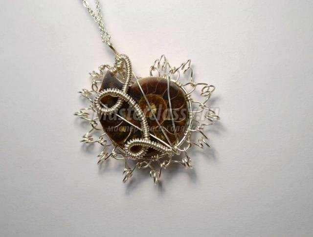 кулон-подвеска из проволоки и аммонита wire wrap