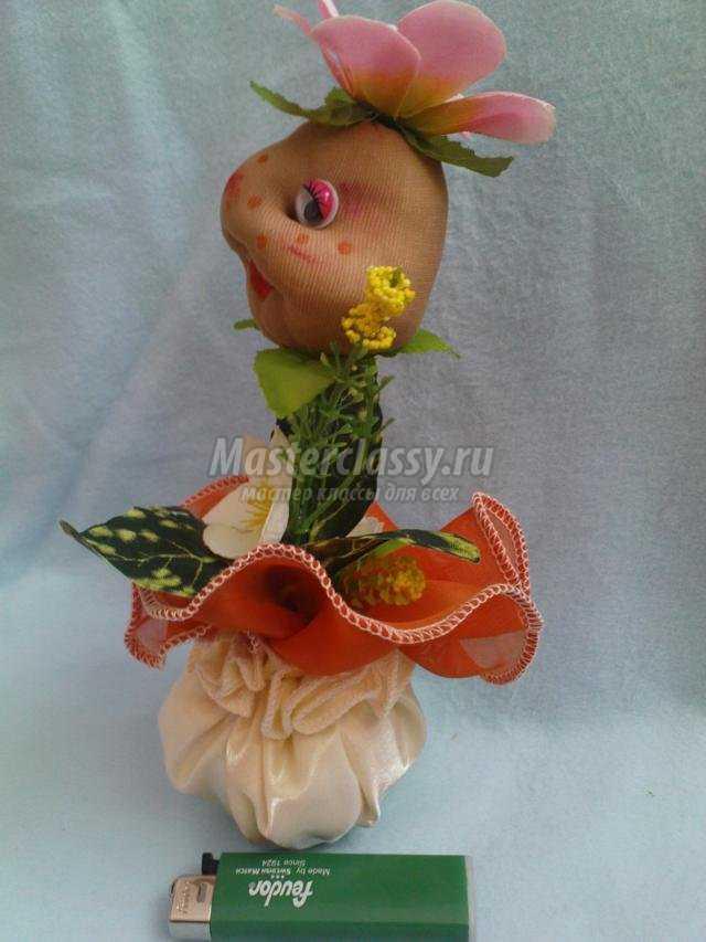 Улыбчивый цветок из капрона