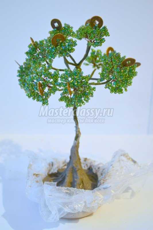 Мастер-класс по созданию денежного дерева из бисера и декоративных монеток.