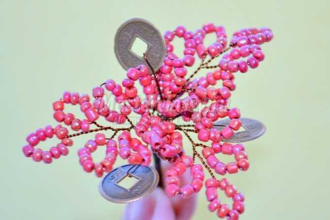 Дерево из бисера для влюбленных.