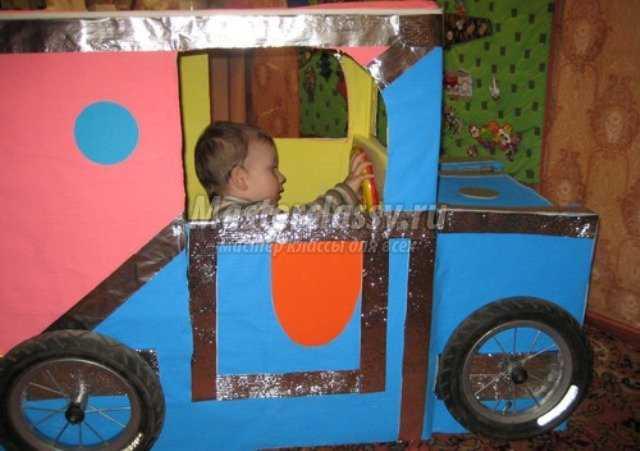 Как сделать машину для ребенка из коробки своими руками