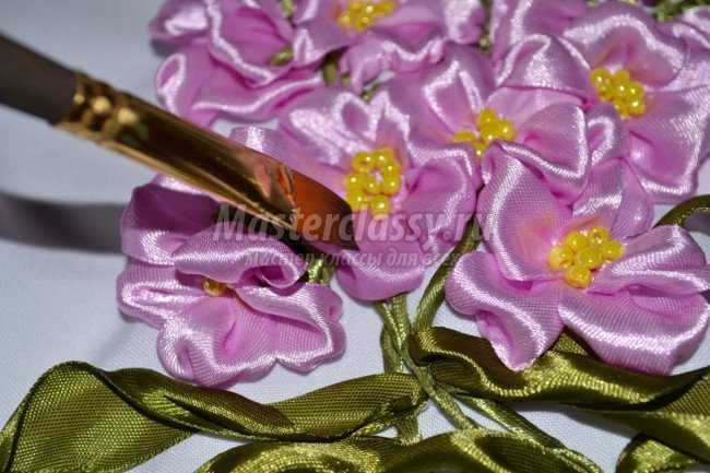 Фото вышивки из цветов из лент