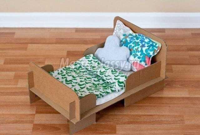 Фото игрушечная кроватка из картона