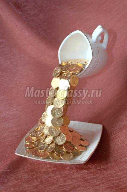 Парящая чашка с монетками