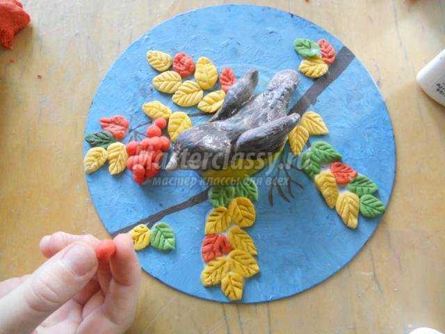 поделки из соленого теста. Птичка синичка и рябина