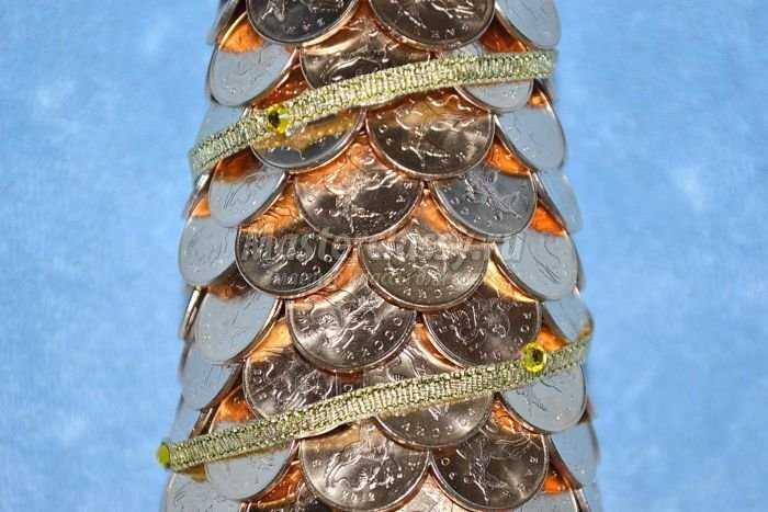 елка из монет