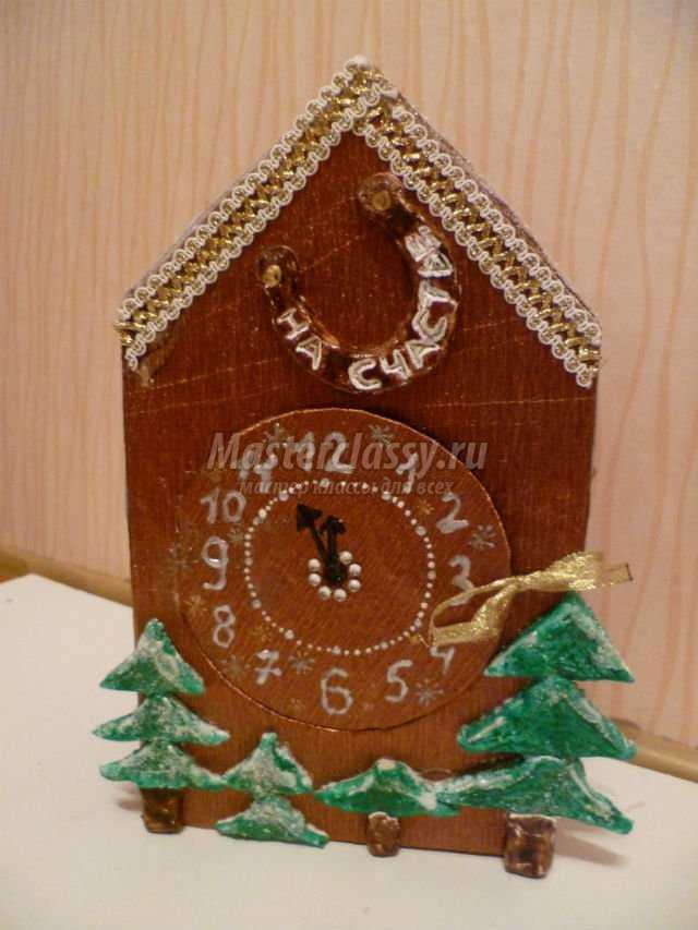 Новогодние поделки из коробок часы