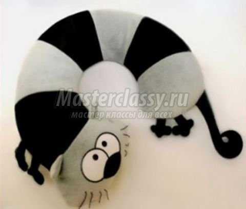 Декоративная дорожная подушка своими руками