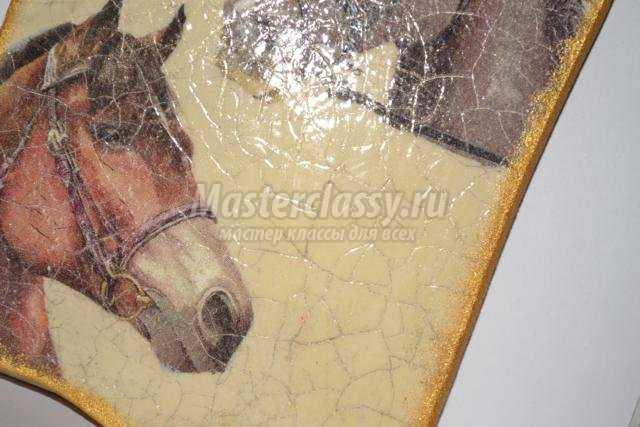Декупаж разделочной доски лошади