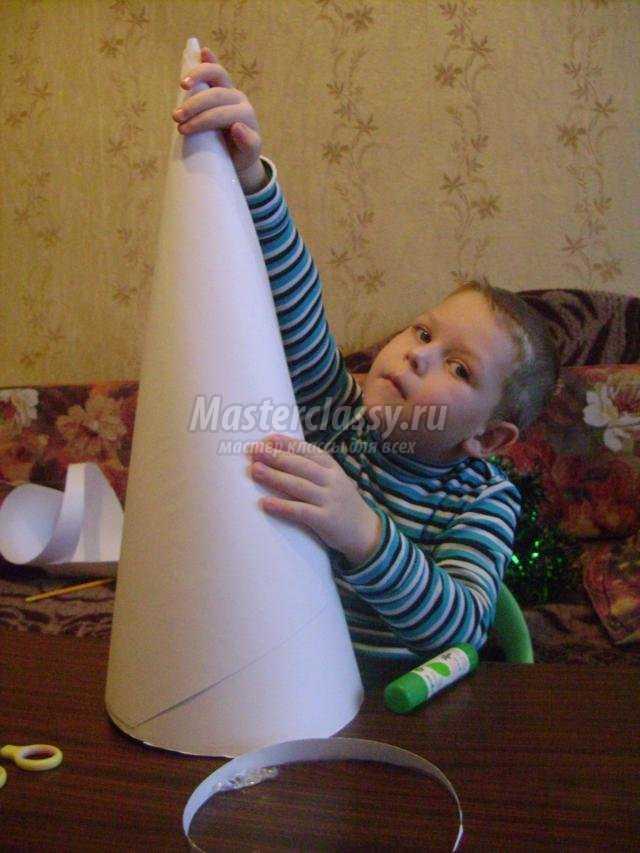 Сделать елочку из пластиковых бутылок