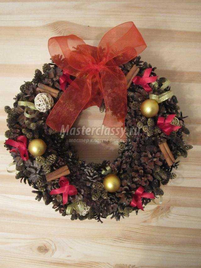 Венок рождественский из шишек мастер класс