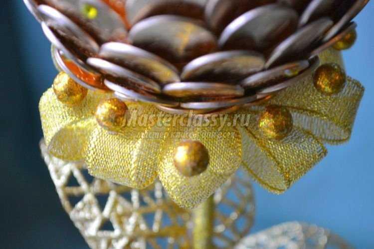 Золотое дерево из монет