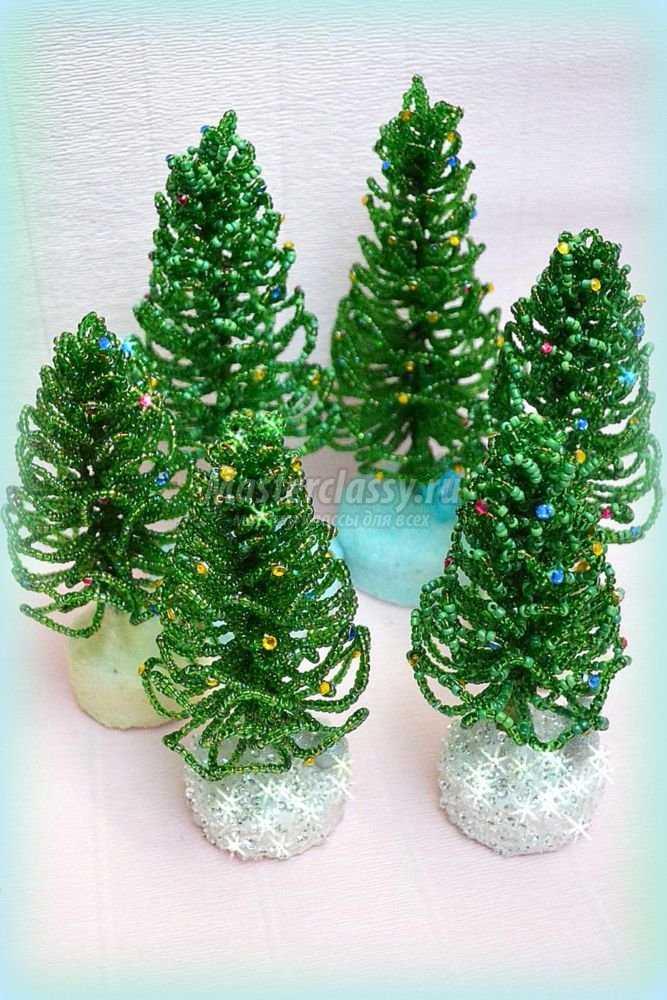 новогодние елки из бисера.