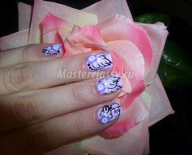 Летний маникюр с росписью. Фиолетовые цветочки