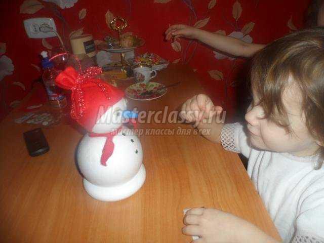 Снеговик своими руками из пенопласта фото