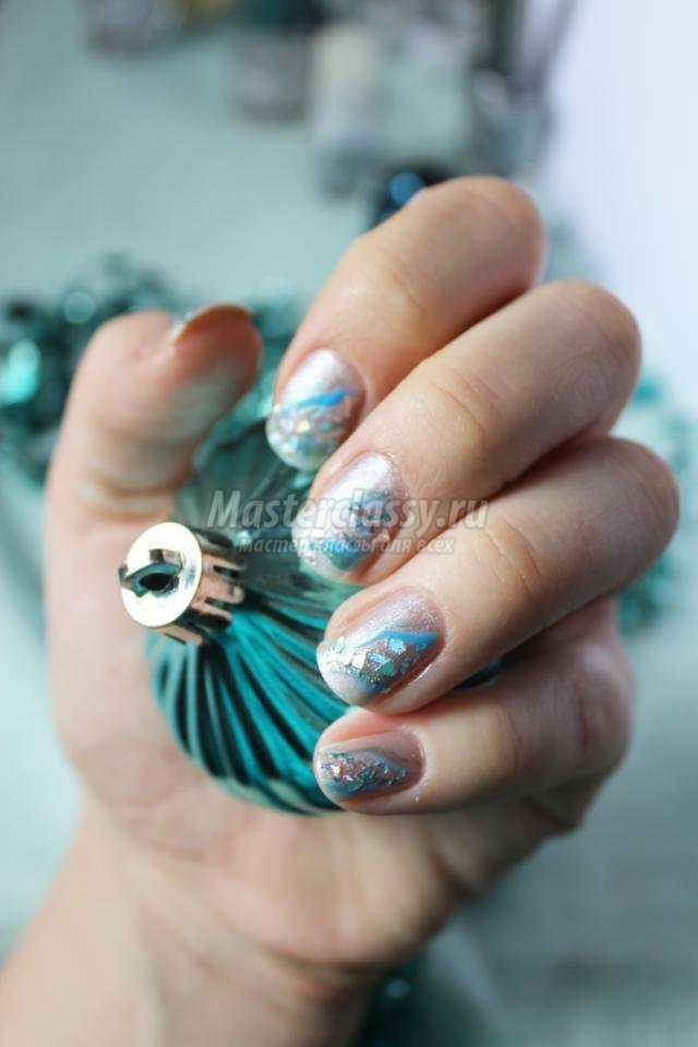 Зимняя роспись ногтей. Маникюр «Ледяные осколки»