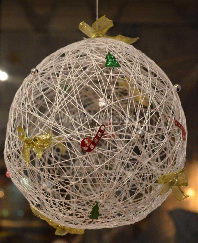 Новогодние шары из ниток фото пошагово