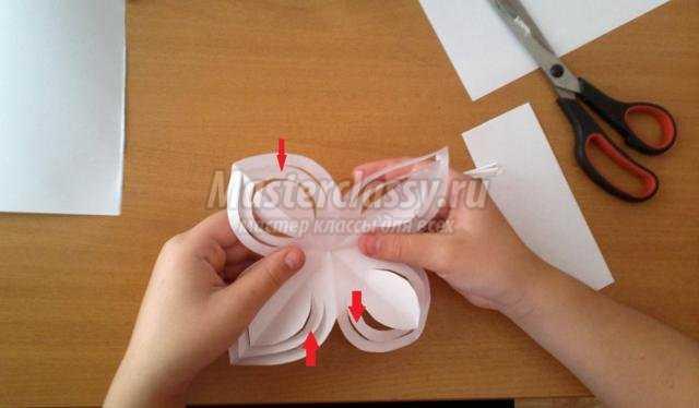 Снежинка своими руками из бумаги на окно