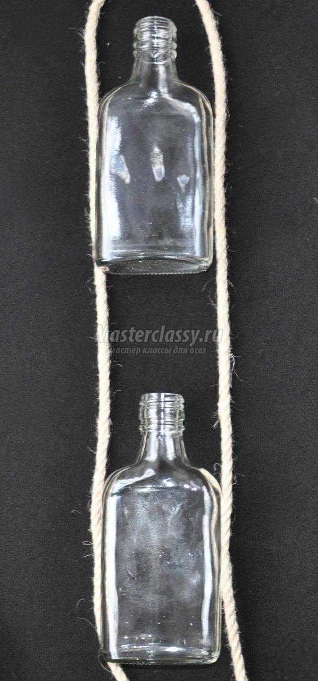 настенная ваза из стеклянных бутылочек в технике макраме