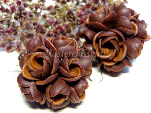 серьги из полимерной глины с объемными цветами
