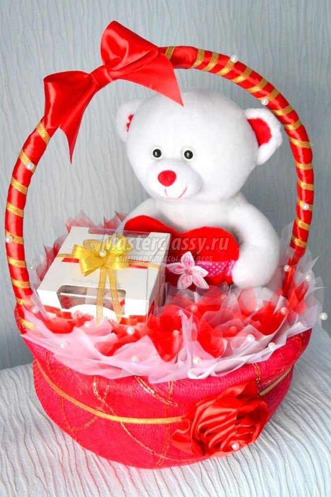 Подарки из детских игрушек с конфетами
