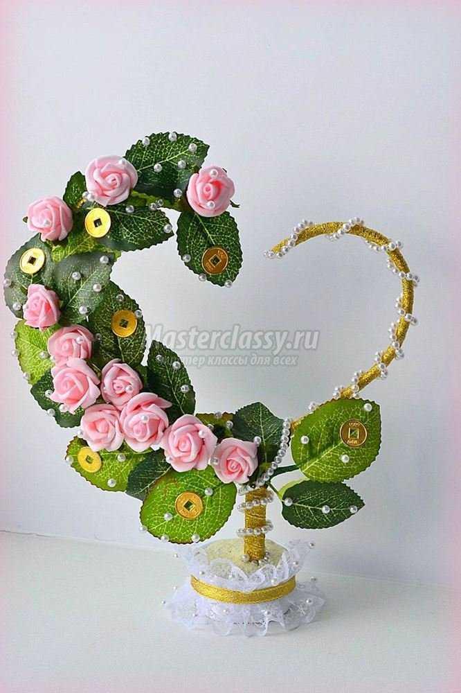 Подарок из искусственных цветов своими руками