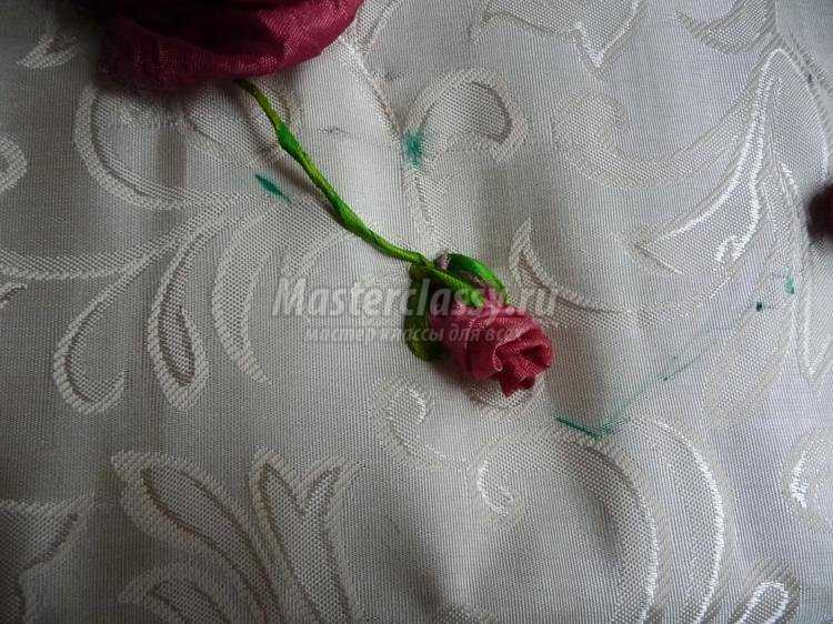 Ютуб вышивка лентами бутон розы мастер класс 31