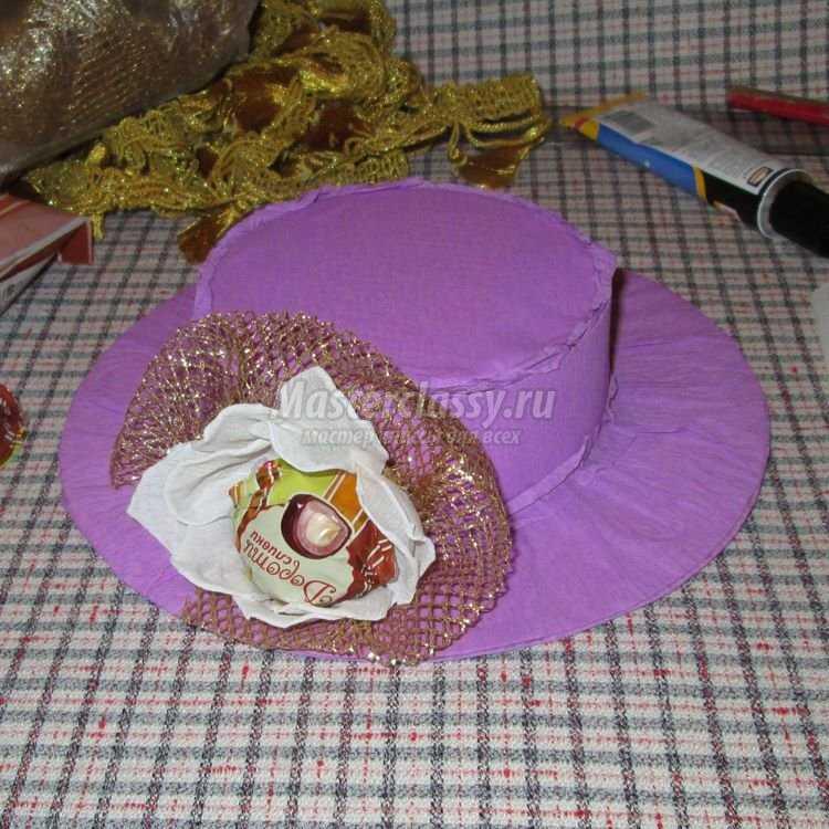 Шляпка из конфет своими руками 3
