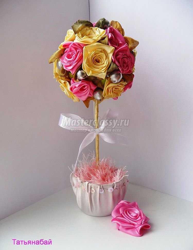 Топиарий из атласных лент розы 2