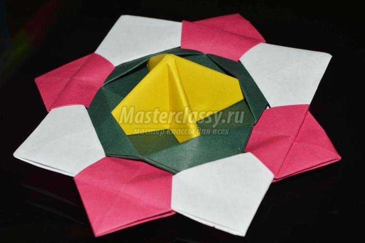 в технике оригами. Юла