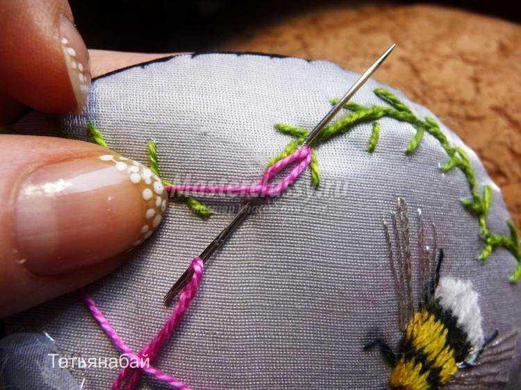вышивка шерстяными нитками игольница. Шмель
