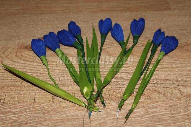 Цветы подснежники из гофрированной бумаги своими руками