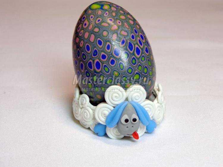 детская подставка для пасхального яйца из полимерной глины. Овечка