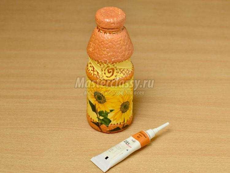 Декупаж бутылочки с яичным кракле